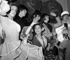 Las Hermanas Hurtado junto a los Beatles Los Beatles en España
