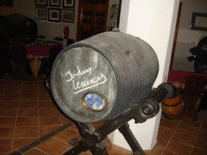 Barrica de Jerez firmada por John Lennon Los Beatles en España