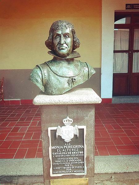 Monumento a la Monja Alférez en Orizaba, Veracruz