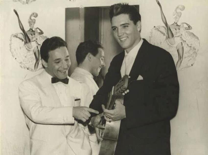 Histórica fotografía de Elvis Presley y Torrebruno en los camerinos del Moulin Rouge
