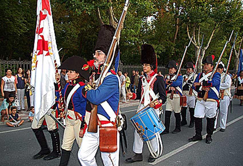 Desfile conmemorativo del bicentenario de la guerra de los 172 años