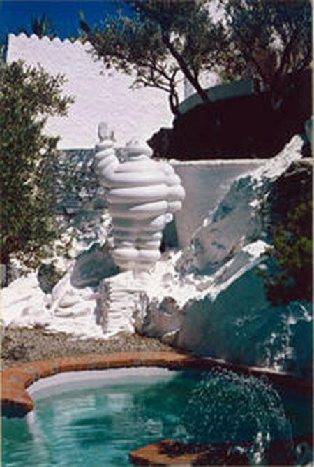 Uno de los Bibendum de la casa de Salvador Dalí