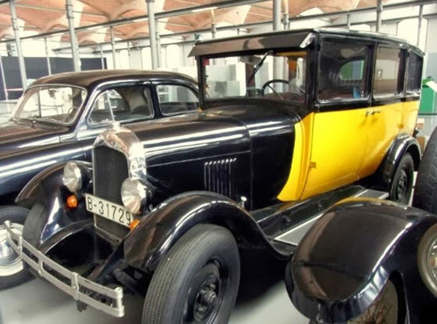 Taxi antiguo de Barcelona