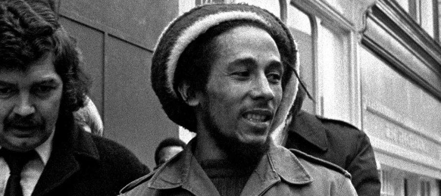 El café de la historia - frases y citas de Bob Marley