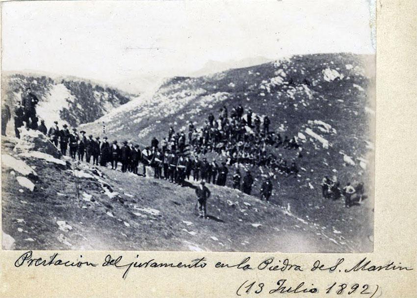 Esta fotografía de 1.892, hecha por Ignacio Coyne Lapetra, es la más antigua que se conserva de la ceremonia