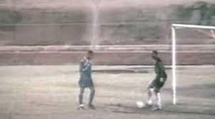Momento del infame gol de Sealy