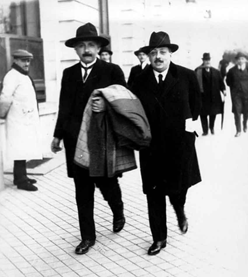 Einstein con Blas Cabrera de paseo por Madrid